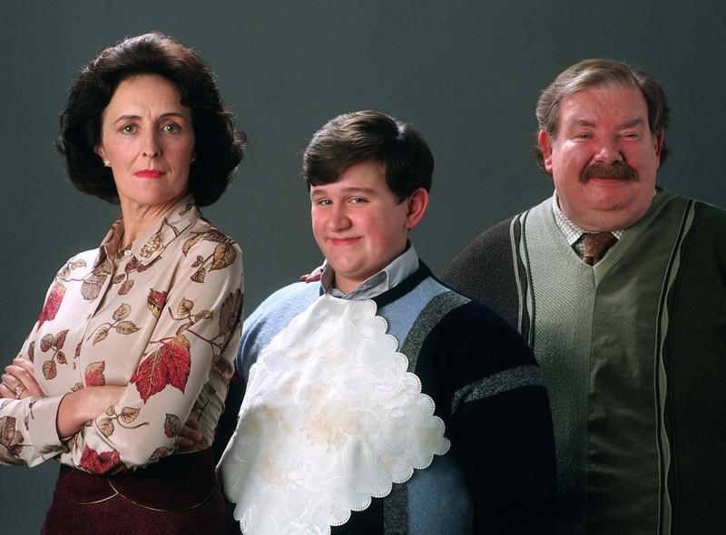 Una foto promo della famiglia Dursley: Fiona Shaw, Harry Melling e Richard Griffiths per Harry Potter e il Prigioniero di Azkaban