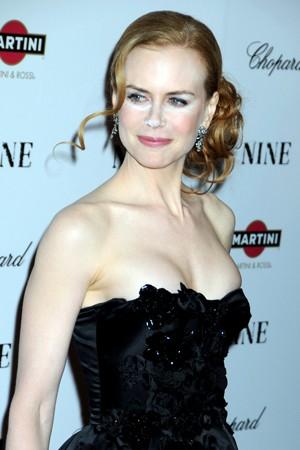 Fretta o incompetenza del truccatore? Nicole Kidman si presenta alla premiere di Nine con un bizzarro make up