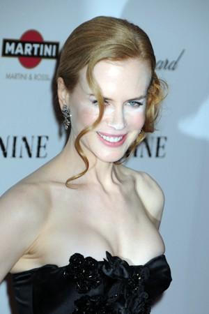 Fretta o incompetenza del truccatore? Nicole Kidman si presenta alla premiere newyorkese di Nine con un make up un po' 'curioso'.