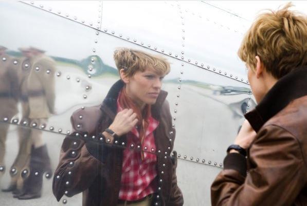 Hilary Swank in un'immagine del film Amelia