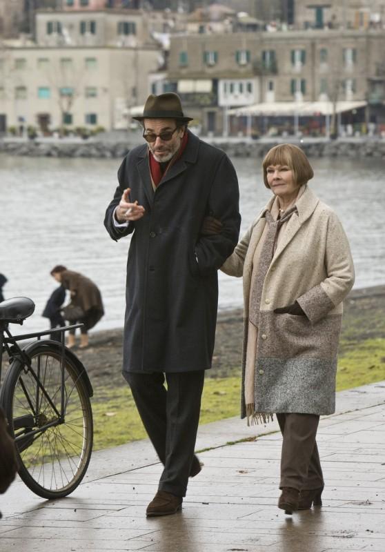 Judi Dench e Daniel Day-Lewis in una sequenza del musical Nine