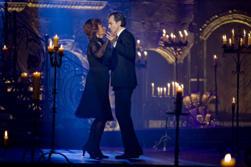 Sophia Loren  e Daniel Day-Lewis in una sequenza del musical Nine