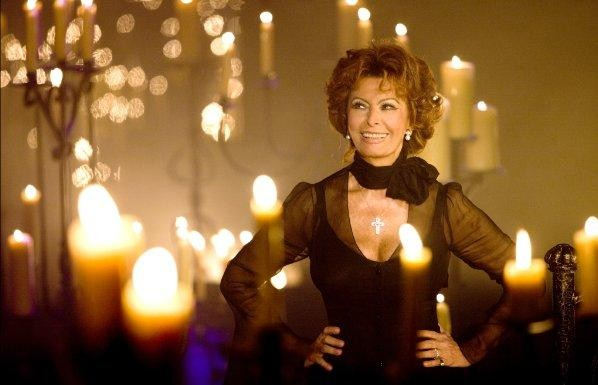 Una splendida Sophia Loren in una sequenza del musical Nine