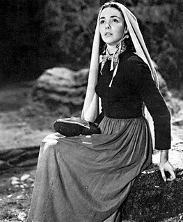 Jennifer Jones interpreta la giovane Bernadette (1943)