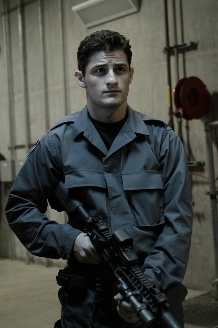 Dollhouse: Enver Gjokaj nell'episodio Stop-Loss