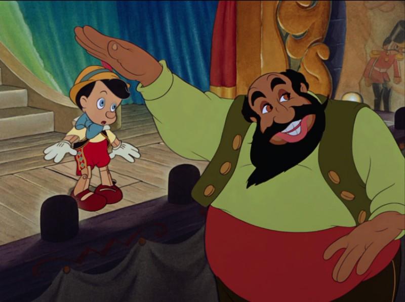 Mangiafuoco e il burattino in una scena del film d\'animazione Pinocchio (1940)
