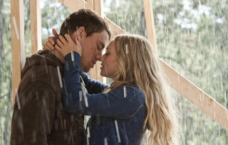 Una romantica scena del film Dear John con Channing Tatum e Amanda Seyfried
