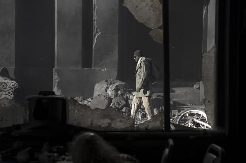 Denzel Washington in una scena del film The Book of Eli