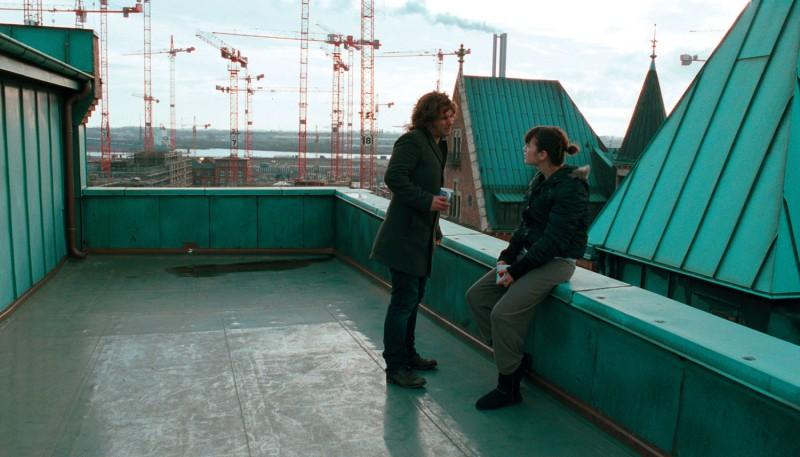 Dorka Gryllus e Adam Bousdoukos in una sequenza del film Soul Kitchen