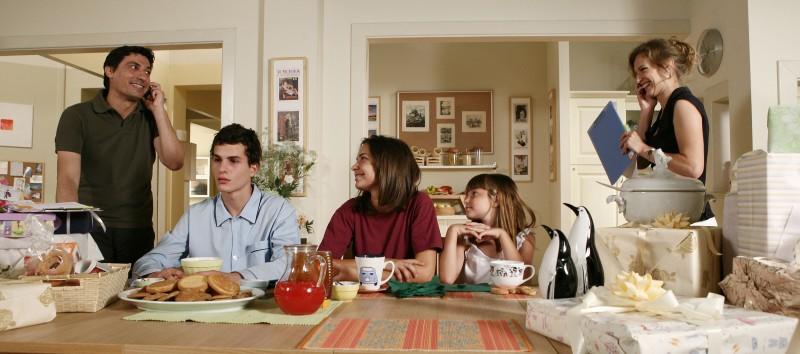 Emilio Solfrizzi, Marco Brenno, Nicole Murgia, Laura Calgani ed Antonia Liskova in Tutti pazzi per amore 2