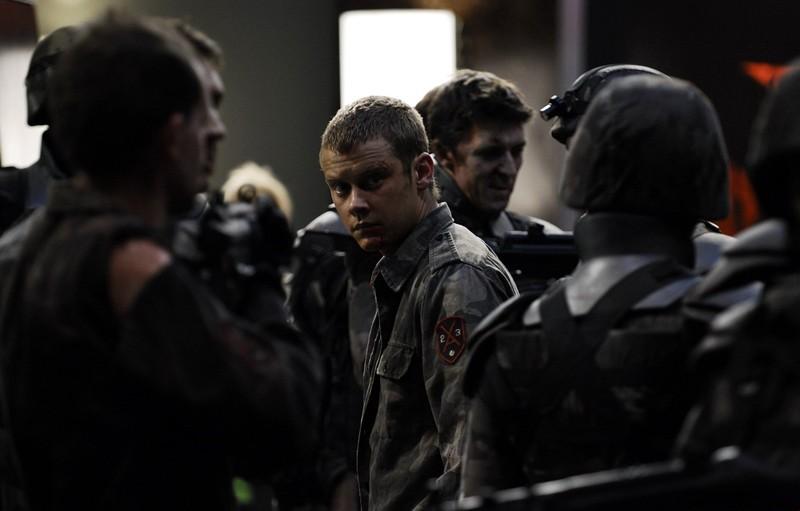 Frankie (Michael Dorman) in una scena del film Daybreakers