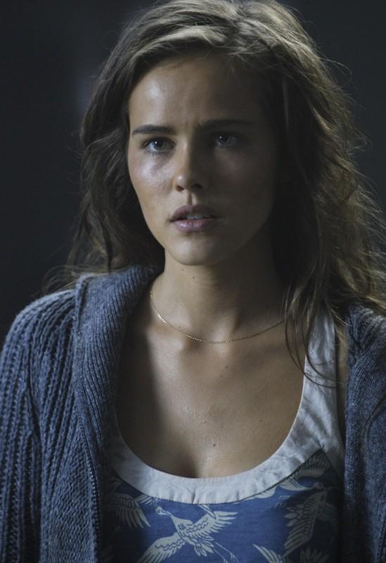 Isabel Lucas in un momento del film Daybreakers