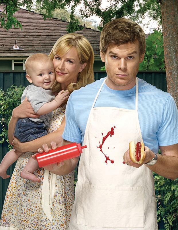 Michael C. Hall e Julie Benz in una foto promozionale della stagione 4 di Dexter