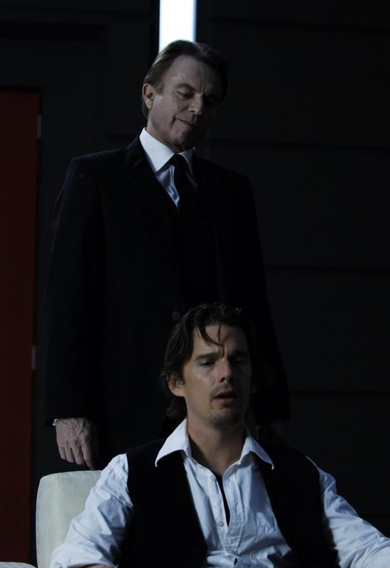 Sam Neill e Ethan Hawke nel film Daybreakers