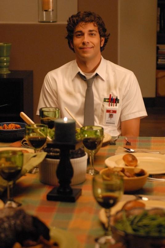 Zachary Levi a cena, nell'episodio Chuck vs. L'elicottero di Chuck