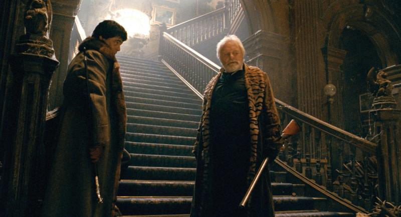 Benicio Del Toro e Anthony Hopkins in una scena di The Wolf Man