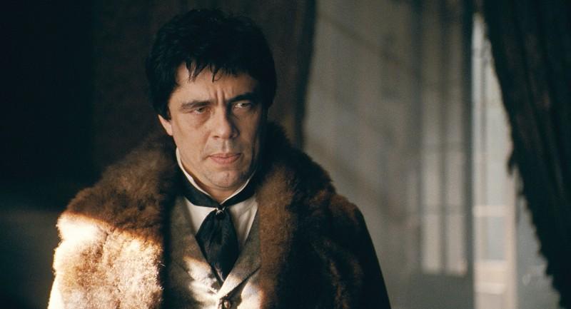 Benicio Del Toro in una sequenza di The Wolf Man