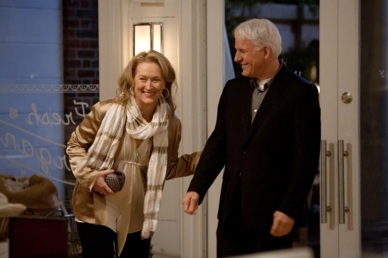 Meryl Streep e Steve Martin in una scena del film E' complicato