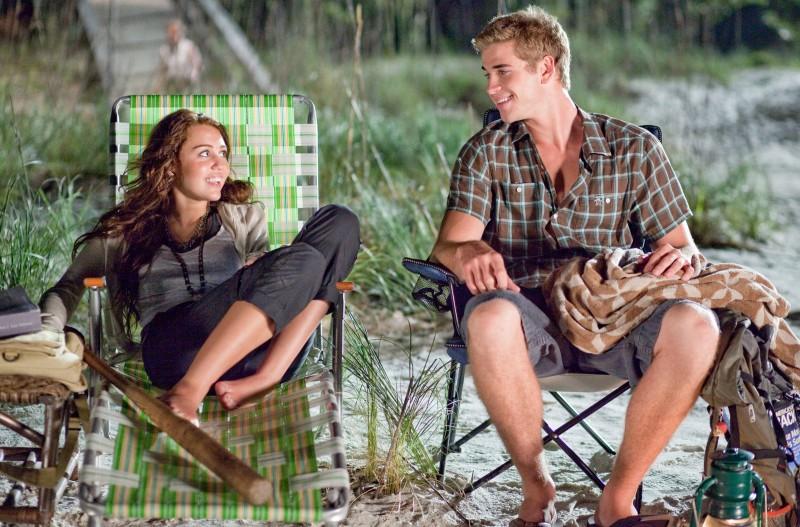 Miley Cyrus e Liam Hemsworth in una sequenza di The Last Song
