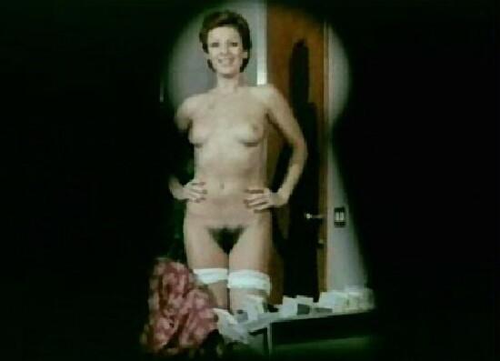 Paola Senatore in una scena sexy (ed emblematica del genere) de Il ginecologo della mutua