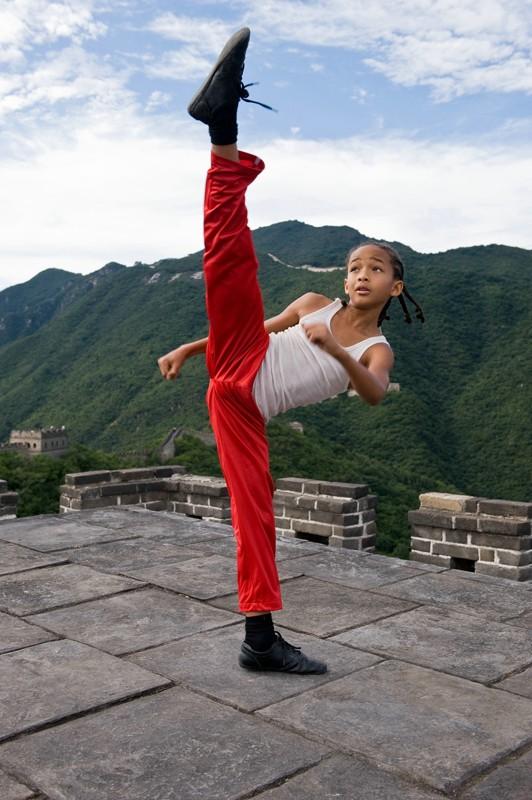 Una scena del film Karate Kid con il giovane Jaden Smith, figlio dell'attore Will Smith