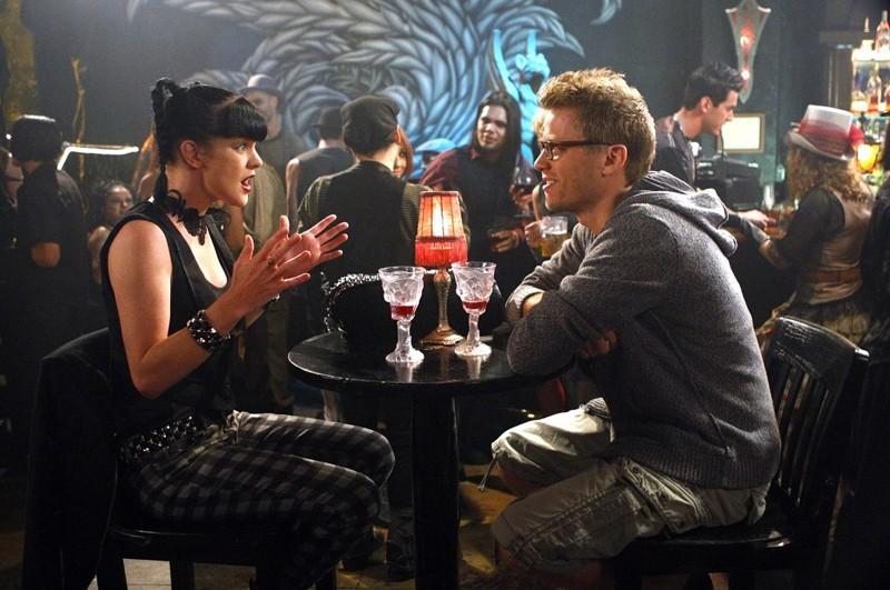 Abby (Pauley Perrette) ed Eric (Barrett Foa) nell'episodio Random On Purpose di NCIS: Los Angeles