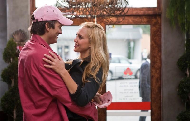 Ashton Kutcher e Jessica Alba in una scena del film Valentine's Day