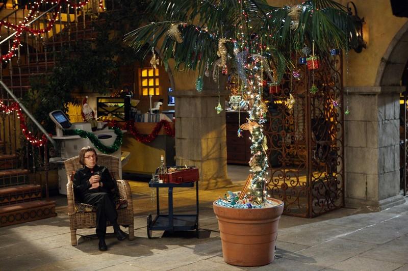 Henrietta 'Hetty' Lange (Linda Hunt) al quartier generale nell'episodio Brimstone di NCIS: Los Angeles