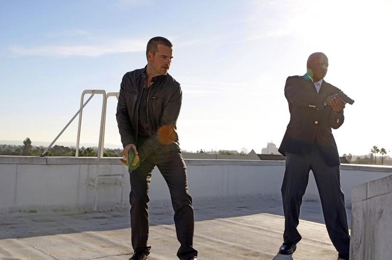 L'Agente Speciale G (Chris O'Donnell) e l'Agente Speciale Hanna (LL Cool J) in una scena dell'episodio Random On Purpose