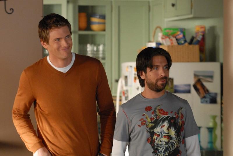Ryan McPartlin (Capitano)  e Joshua Gomez (Morgan) in una scena dell'episodio Chuck vs. L'elicottero di Chuck