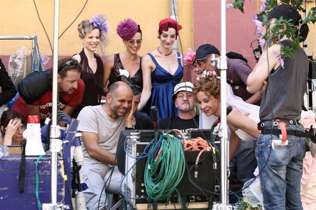 Una foto dal set di Tutti pazzi per amore 2