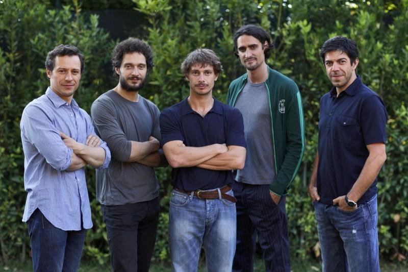Stefano Accorsi, Claudio Santamaria, Giorgio Pasotti, Marco Cocci e Pierfrancesco Favino in una foto promozionale del film Baciami ancora