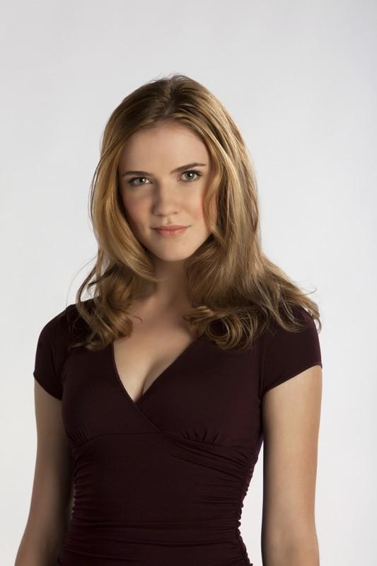 Sara Canning in una foto promo della nuova, vampiresca serie: The Vampire Diaries