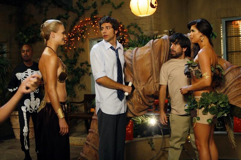 Yvonne Strahovski, Zachary Levi, Joshua Gomez e Sarah Lancaster nell'episodio Chuck vs. Il verme della sabbia