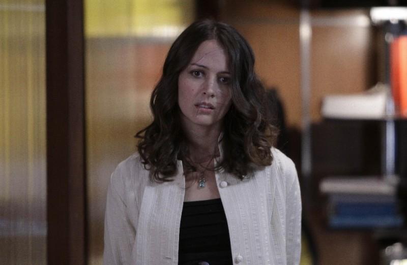 Dollhouse: Amy Acker nell'episodio Getting Closer