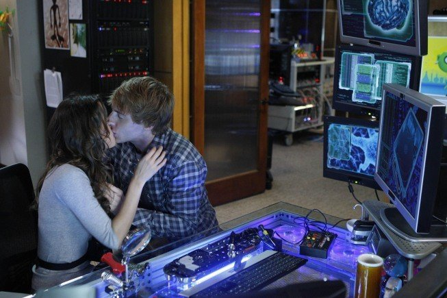 Dollhouse: Fran Kranz e Summer Glau nell'episodio Getting Closer