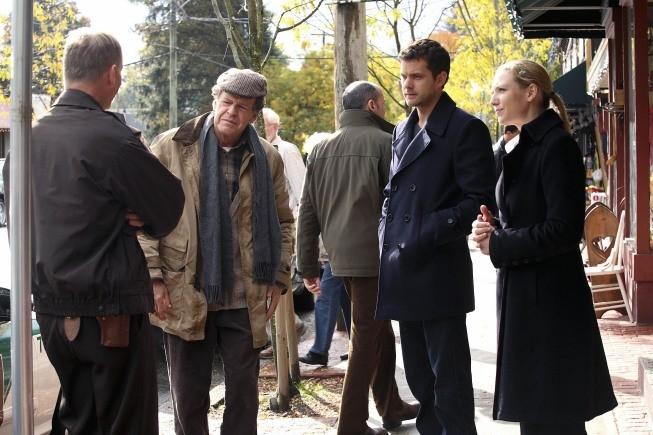 Fringe: John Noble, Joshua Jackson ed Anna Torv nell'episodio Edina City Limits