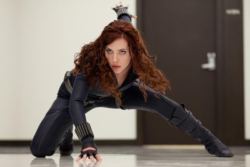 Scarlett Johansson (Black Widow) in azione in una scena del film Iron Man 2