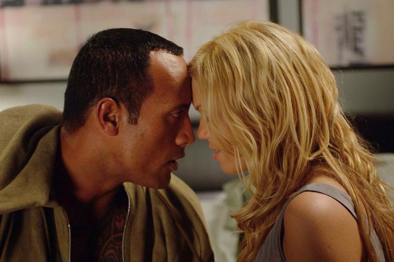 The Rock e Mandy Moore in una scena del film Southland Tales