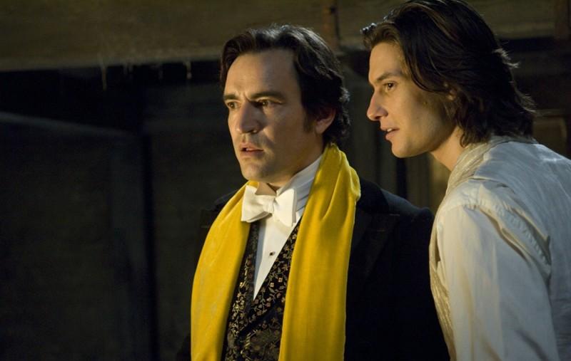 Basil (Ben Chaplin) e Dorian (Ben Barnes) in una sequenza del film Dorian Gray