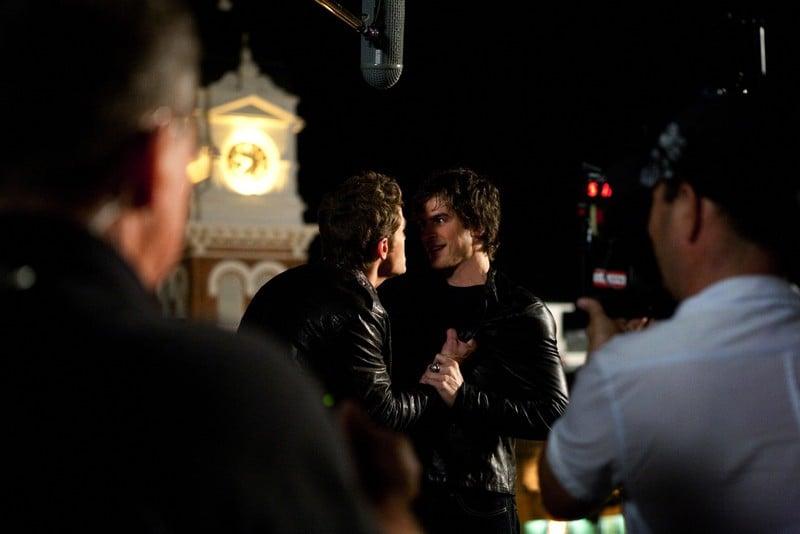 Ian Somerhalder e Paul Wesley durante le riprese dell'episodio Night of the Comet di The Vampire Diaries