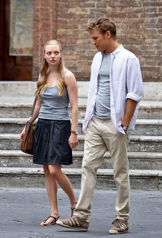 Amanda Seyfried e Christopher Egan in un momento del film Letters to Juliet