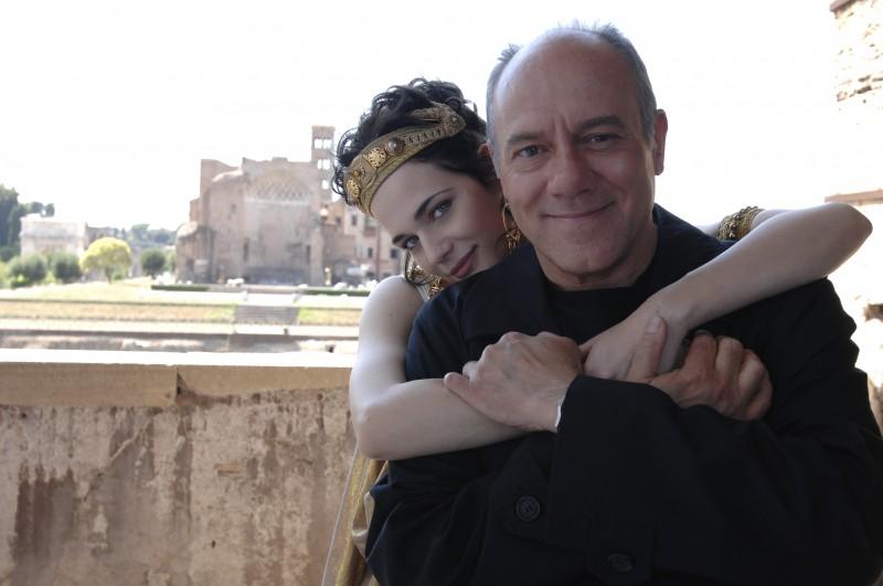 Carlo Verdone e Laura Chiatti in una scena del film Io, loro e Lara