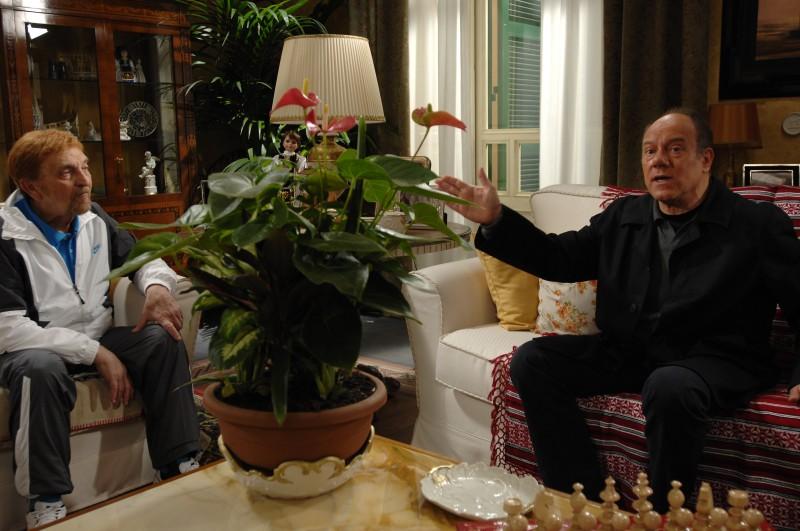 Carlo Verdone e Sergio Fiorentini in una scena del film Io, loro e Lara