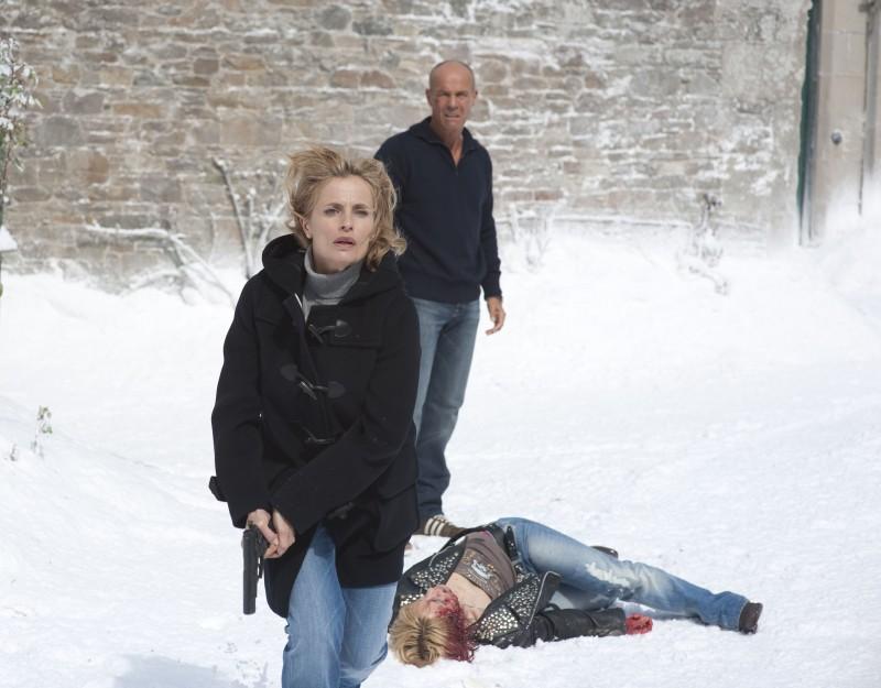 Heiner Lauterbach ed Isabella Ferrari in un momento della fiction Nel Bianco