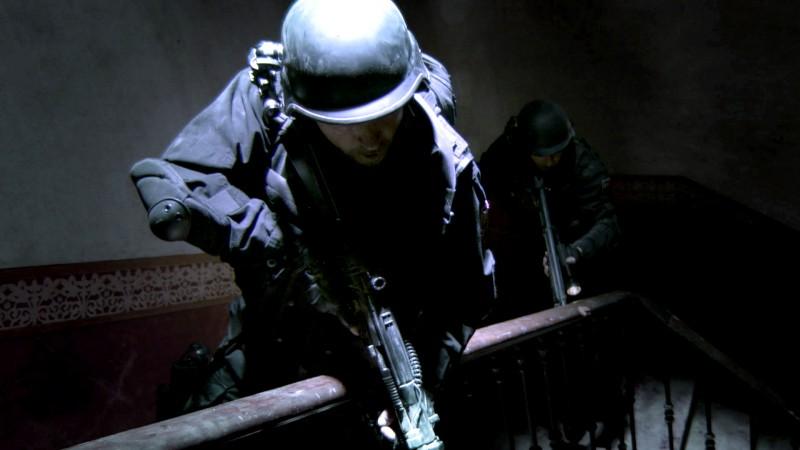I membri delle forze speciali in una scena del film horror Rec 2