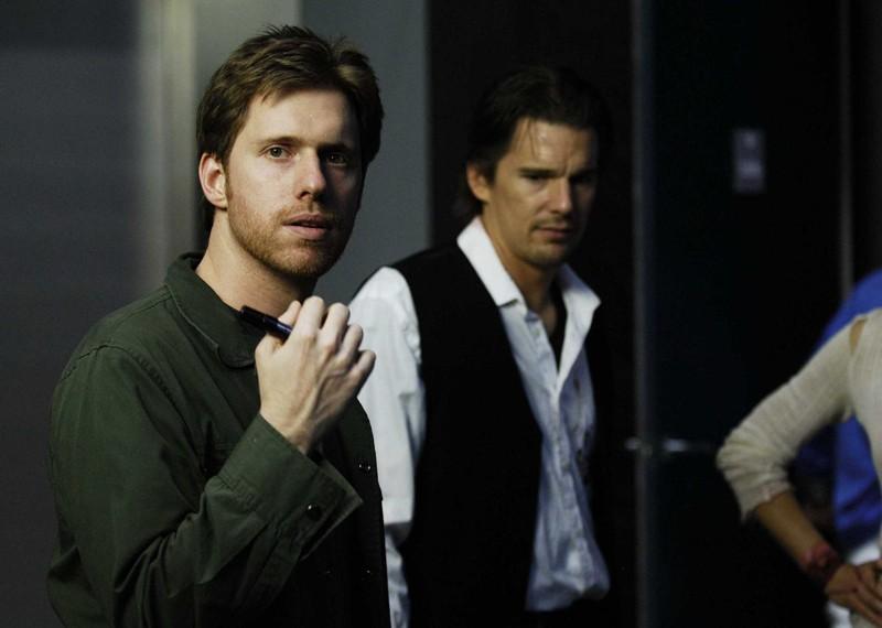 Il regista Peter Spierig sul set del film Daybreakers con l'attore Ethan Hawke