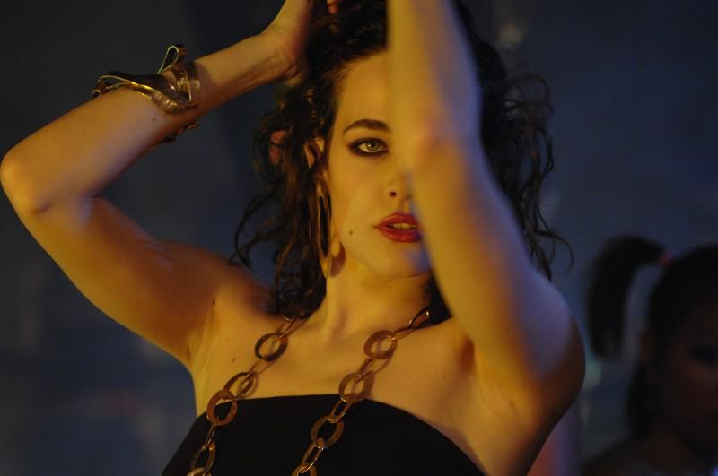Laura Chiatti in un'immagine sensuale tratta dal film Io, loro e Lara