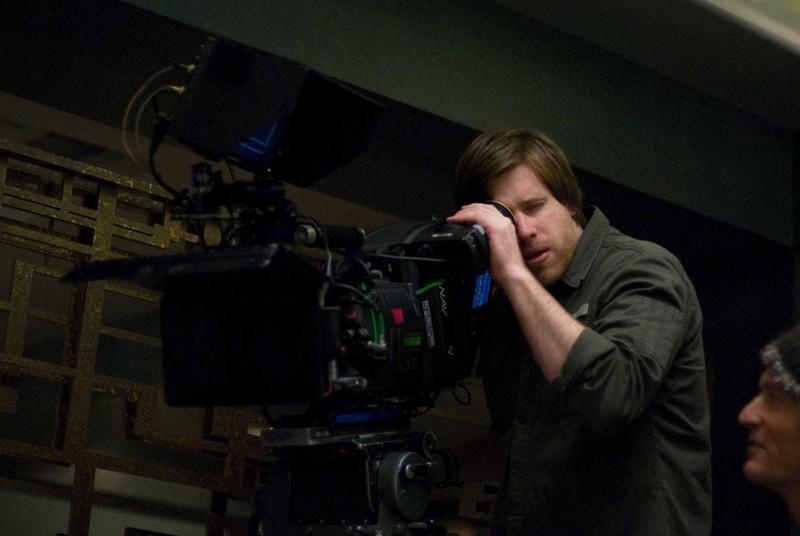 Michael Spierig dietro la cinepresa sul set del film Daybreakers