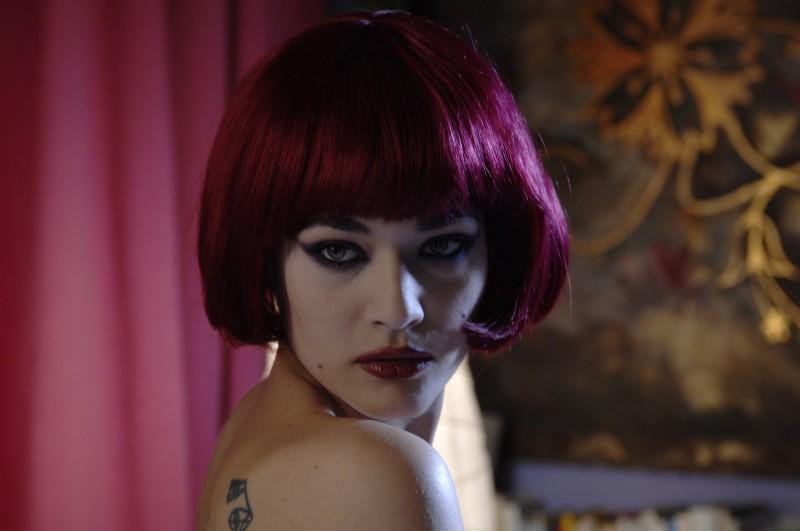 Primo piano di Laura Chiatti en mise sexy nel film Io, loro e Lara
